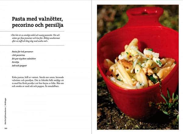 Kokbok för Friluftskockar   Cookbook for Outdoor Chefs av Fredrik Hjelmstedt och Jonas Sundvall, 3:e rev. upplagan, Calazo förlag   Publisher (9789188779779)